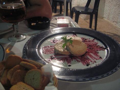 Bloc de foie de pato con confitura de frambuesa en San Jose