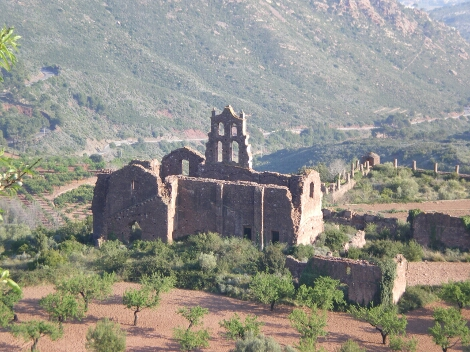 Ruínas del antiguo monasterio de monjes Carmelitas